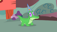 Gummy with a party hat S1E25