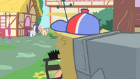 Pinkie Pie eavesdropping on Rarity and Fluttershy S1E25