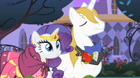 Rarity and Blueblood in front of Applejack's stand S01E26