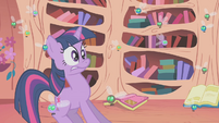 Twilight surprised by the library's state S1E10