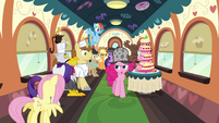Pinkie with the line of passengers S2E24
