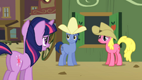 Twilight speaks to Appleloosans S01E21