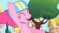 Pinkie Pie enjoying the ride with the CMC S1E23