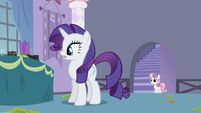 Rarity looking at burnt foods S2E05