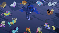 Luna hoof in air S2E04