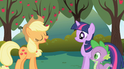 Applejack tells Twilight about being in charge of the food S01E01