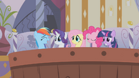 Rainbow joins her friends in the bath S1E09