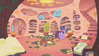 Twilight looking for a cure S1E09