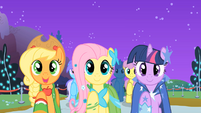 "Applejack, Fluttershy, and Twilight ""sell some apples"" S01E26"