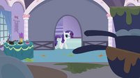 Rarity entering kitchen S2E05