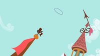 Hoop traveling upwards S2E06