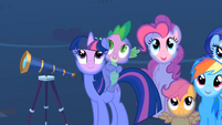 Twilight and Spike watching the meteor shower S1E24