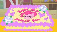 Pinkie Pie's birthday cake S01E25