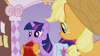 Twilight with her dress S1E14