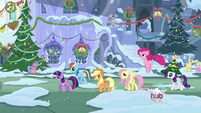 Ponies walking through town S2E11