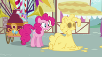 Pinkie Pie and cake batter mold S02E18