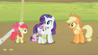 Sweetie Belle stands next to Rarity S2E05
