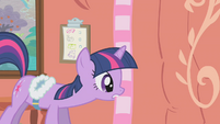 Twilight picking up a scarf S1E11