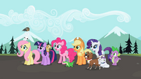 Ponies excited awaiting Rainbow's return S2E7