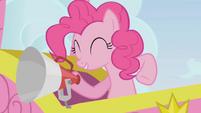 Pinkie Pie aboard a hot air balloon S1E13