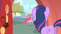 Pinkie Pie 'You should really just read them' S1E25