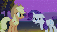 Rarity walking grumpily to Applejack S2E5