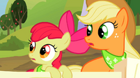 Applejack and Apple Bloom look to their side S2E05