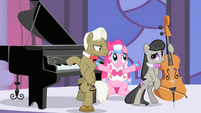 Musician ponies look at Pinkie Pie S1E26