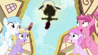 Everyone impressed at Apple Bloom's skill S2E6