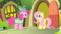 Pinkie Pie singing to Fluttershy S1E25