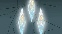 Discord appearing in the gems S2E1