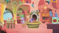 Twilight in a tub of tomato juice S1E11