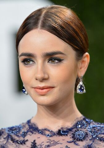 File:Lily-collins.jpg