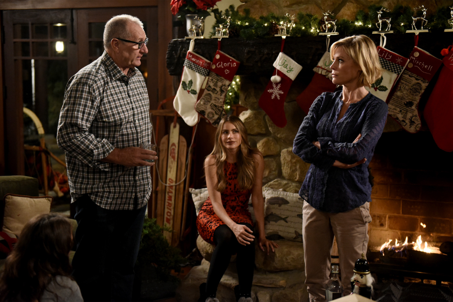 Modern Family Christmas Episodes.White Christmas Modern Family Wiki Fandom Powered By Wikia