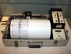 Kinemetrics seismograph