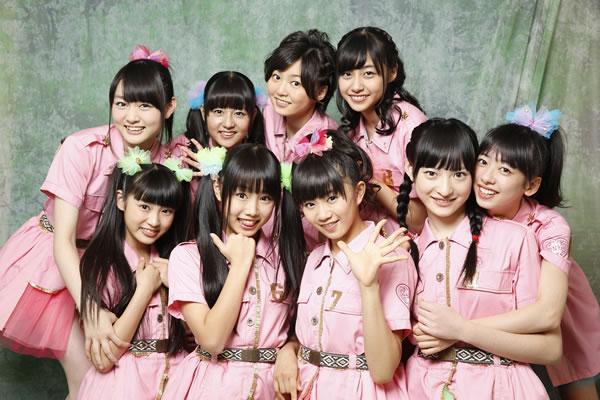 ピンクの衣装を着た私立恵比寿中学