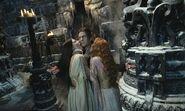 Verona-silvia-colloca-e-aleera-elena-anaya-confortano-dracula-richard-roxburgh-nella-loro-tana-nel-film-van-helsing-140445