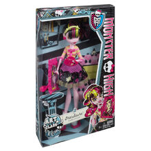 BDF12-Monster-High-Art-Class-Draculaura-Doll-1