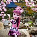 Diorama - Draculaura's hi from Shibooya.jpg