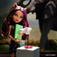 Diorama - Clawdeen views skull