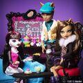 Diorama - Draculaura with Wolfs.jpg