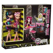 CBX75-Monster-High-Creepateria-Cleo-De-Nile-Howleen-Wolf-Dolls-2