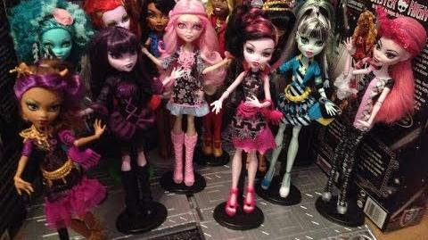 Monster High Dreams - The Vampire Queen in Hauntlywood Full Special-0