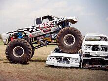 131 0608 06 z+monster truck+passenger side view