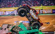 45-monster-jam-georgia-dome-2011-monster-truck-racing-freestyle-monsters-monthly-grave-digger-avenger-maximum-desruction