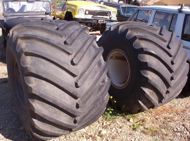 Monster Truck Tires >> Tire Monster Trucks Wiki Fandom Powered By Wikia