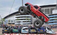 Monster-truck-crushing-cars