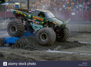 Monster-truck-avenger-competing-at-the-monster-truck-challenge-at-B4YFA5