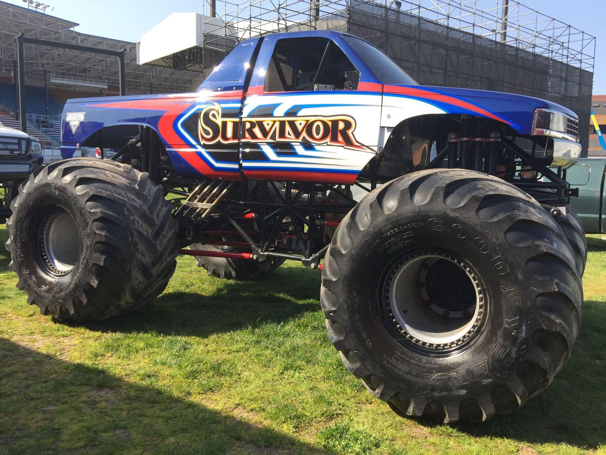 Thunder tiger mt4 monster truck