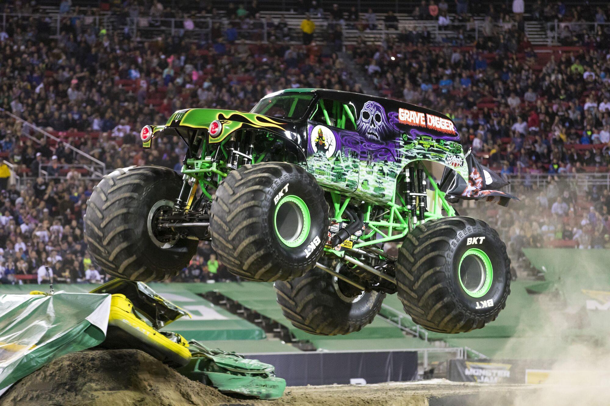 grave digger monster trucks wiki fandom powered by wikia rh monstertruck wikia com
